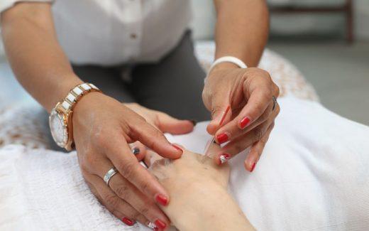 Akupunktur – ett komplement eller ett alternativ till konventionell vård?